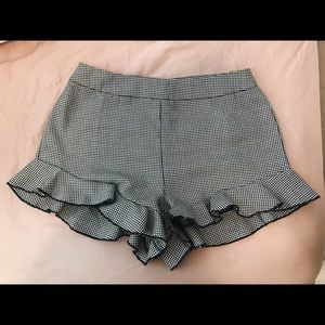 Cute houndstooth shorts!